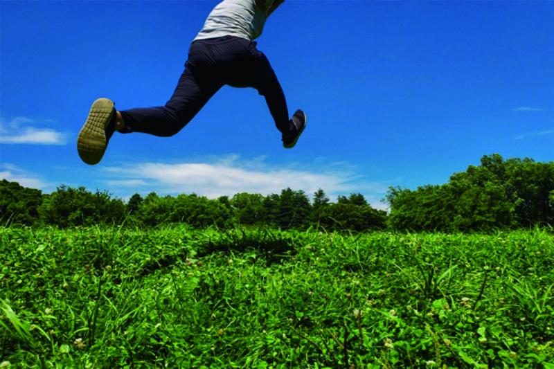 イエステーション愛媛総合センター|草原をジャンプ
